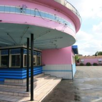 pink-s-cafe-56