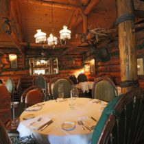 rustic-lodge-restaurant-surrounded-by-mountains-06