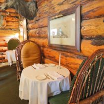 rustic-lodge-restaurant-surrounded-by-mountains-07