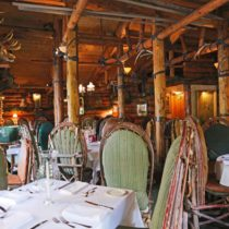 rustic-lodge-restaurant-surrounded-by-mountains-08