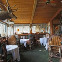 rustic-lodge-restaurant-surrounded-by-mountains-16