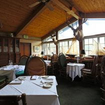 rustic-lodge-restaurant-surrounded-by-mountains-17