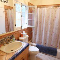 wood-floored-fairfax-house-38